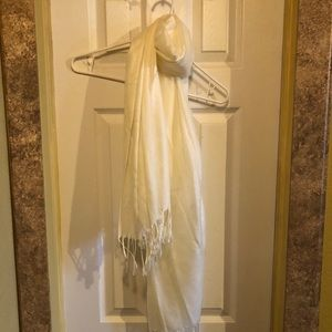 Scarf/Wrap in cream w fringe at ends NWOT